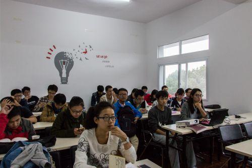 孙凌做客我校谈大学生创业与创新