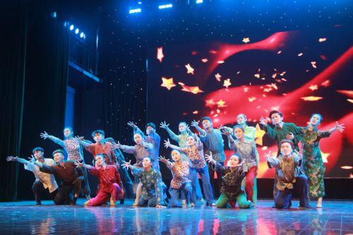 武汉市歌剧院来校演出纪念长征胜利80周年