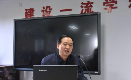 李忠云到生科院为基层党组织讲授党课