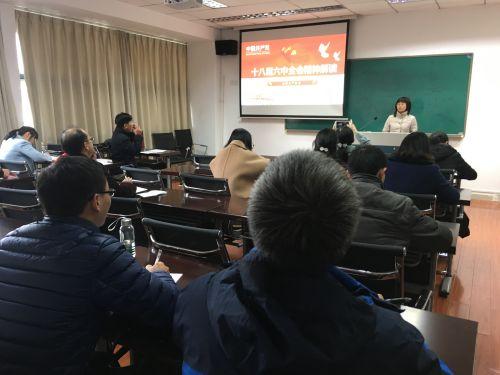市营教工党支部书记李艳军上党课