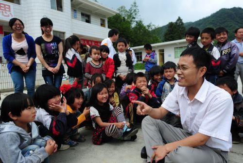 徐本禹再次回到华农大石希望小学