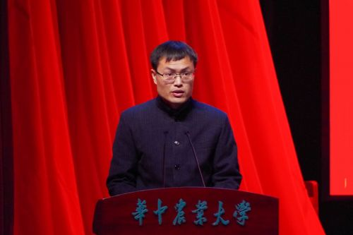 团省委学校部徐本禹发表讲话