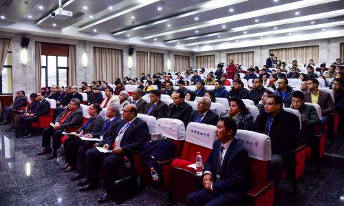 埃及客人、我校相关职能部门负责人,部分留学生、研究生参加开幕式