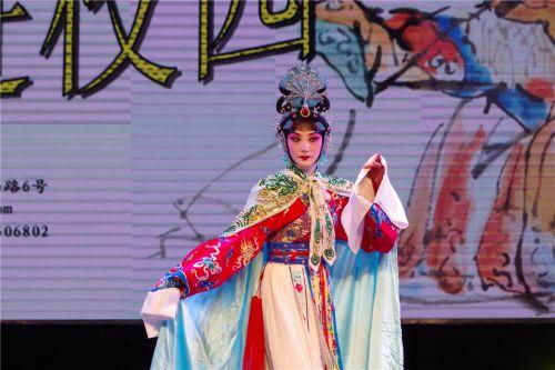 省京剧院演员与校戏剧社成员同台演京剧