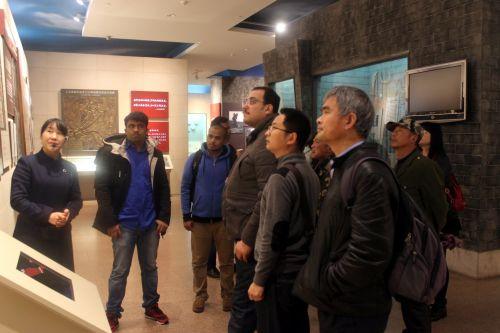 外国专家赴红安探访红色历史