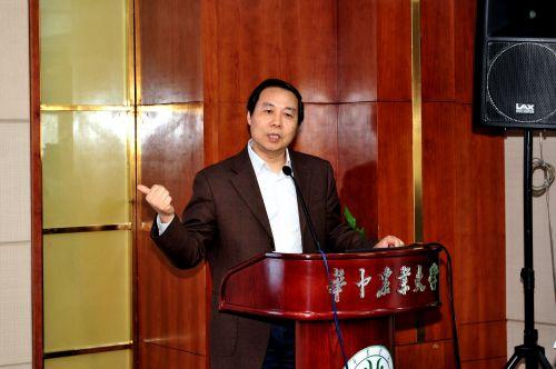 高等教育出版社副总编林金安做主题报告