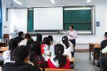 创业导师走进经管院课堂点评大学生项目
