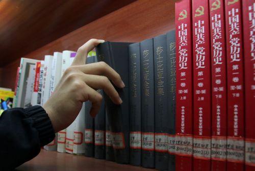 (学工部)选一本喜欢的书开始阅读计划 何卉