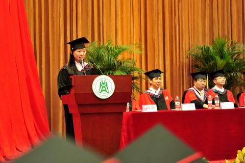 本科生代表杨晓婷同学发言