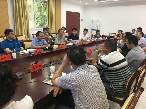 园林学院蔡礼鸿教授与农户和政府工作人员展开研讨