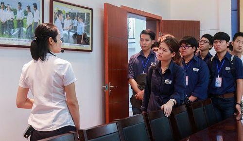 泰国同学在峒山社区学习调研我国现代农业和基本国策