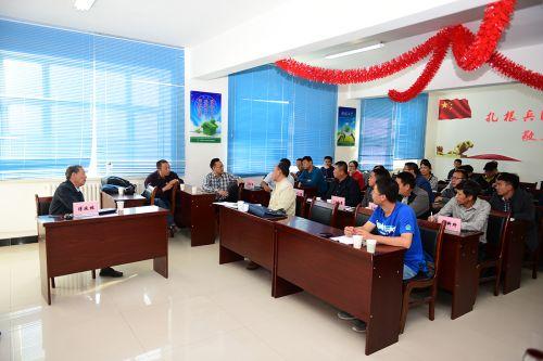 傅廷栋、周广生为北屯市科技局成员讲授饲料油菜种植技术