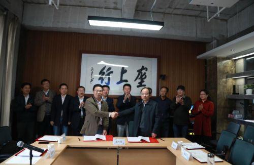 我校与湖北长江垄上传媒集团签订战略合作协议
