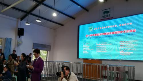 第十七届中国武汉种猪拍卖展销会吸引20多个省市参加 湖北种猪拍卖走向全国