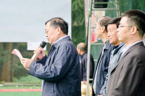 校党委副书记、纪委书记李名家为运动会开幕致辞(学通社记者 蒲振 摄)