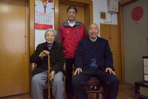 石老夫妇与马兰老师合影 供图朱志杰