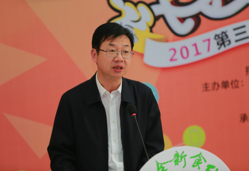 国家食品药品监督管理总局新闻宣传中心副主任燕辉发表讲话