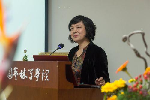王彩云教授讲解【学通记者 覃琴 摄】