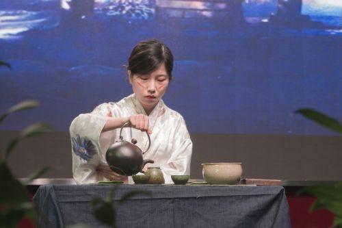 节目《遥》茶艺表演(学通社记者 彭韵菲 摄)