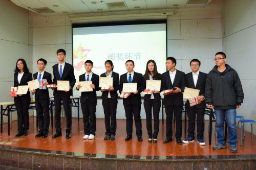 获奖小组的颁奖仪式【学通社记者 沈一风摄】.jpg