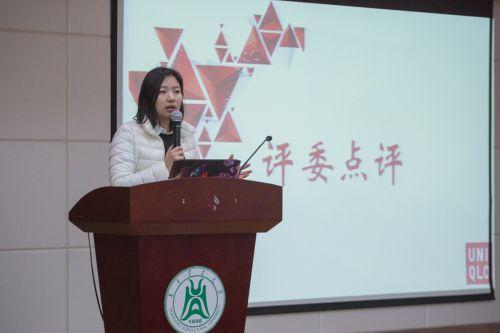 选手展示完后,郑颖进行评委点评 学通社记者赵婉玥摄
