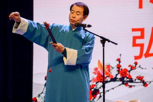 肖桂森表演戏法 供图 曹荟