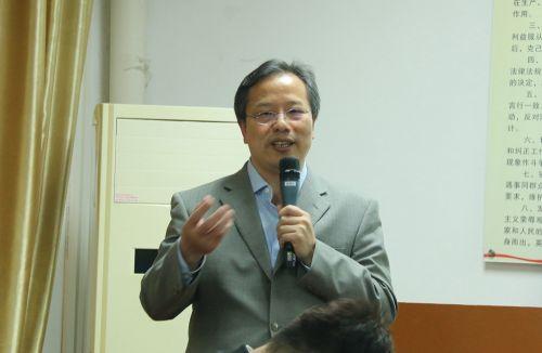 龙吉生教授报告现场图
