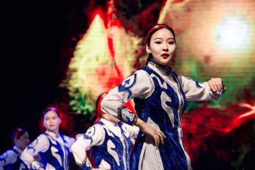 蒙古国留学生草原舞蹈《Mongolian tranditional dance》(李巍峰)_看图王