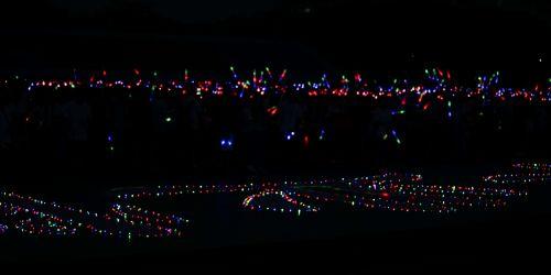 20180619-第二运动场上身着荧光道具的同学蓄势待发 学通社记者 王梓安摄