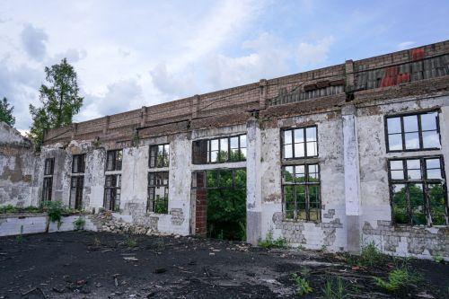 老房子横梁的木制结构是起火的主因 李烨 摄