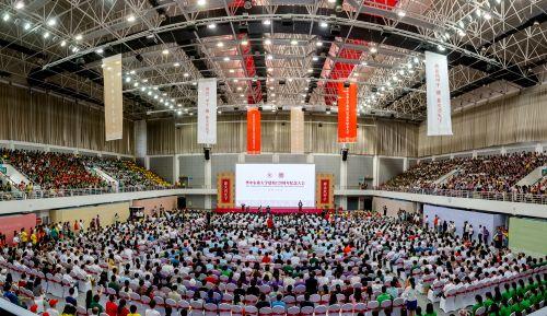 10月2日上午体育馆华中农业大学建校120周年纪念大会,全景图【学通社记者 伍儆人 摄】