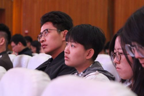 观众 学通社记者陈滢双摄