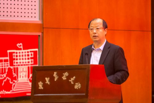 我校校长李召虎同志在大会上发言 学通社记者周奕轩摄