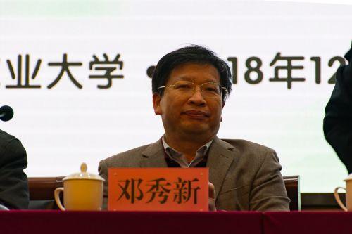 邓秀新院士出席会议【学通社记者 刘航】摄