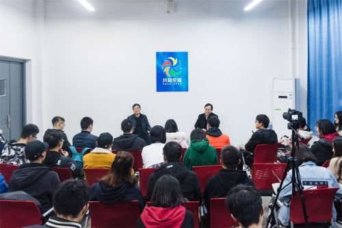 """郭刚奇杨少波与同学们共谈""""美丽校园,美好生活,快乐成长"""""""