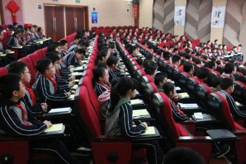 光谷二初:高端讲座进校园 科技梦想在萌发