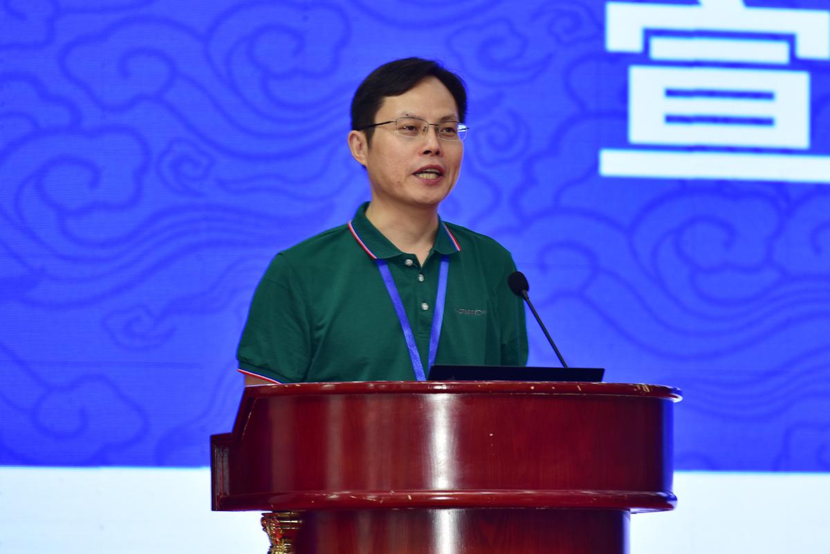副校长杨少波宣读大会决议