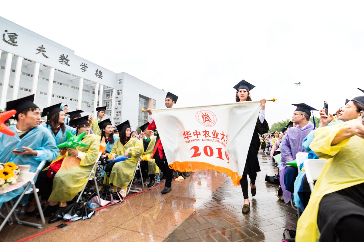 会旗入场【学通社记者 段智为 摄】