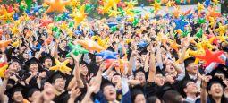 """【湖北日报】华中农大毕业典礼上,4100余名毕业生放飞""""梦想星空"""""""