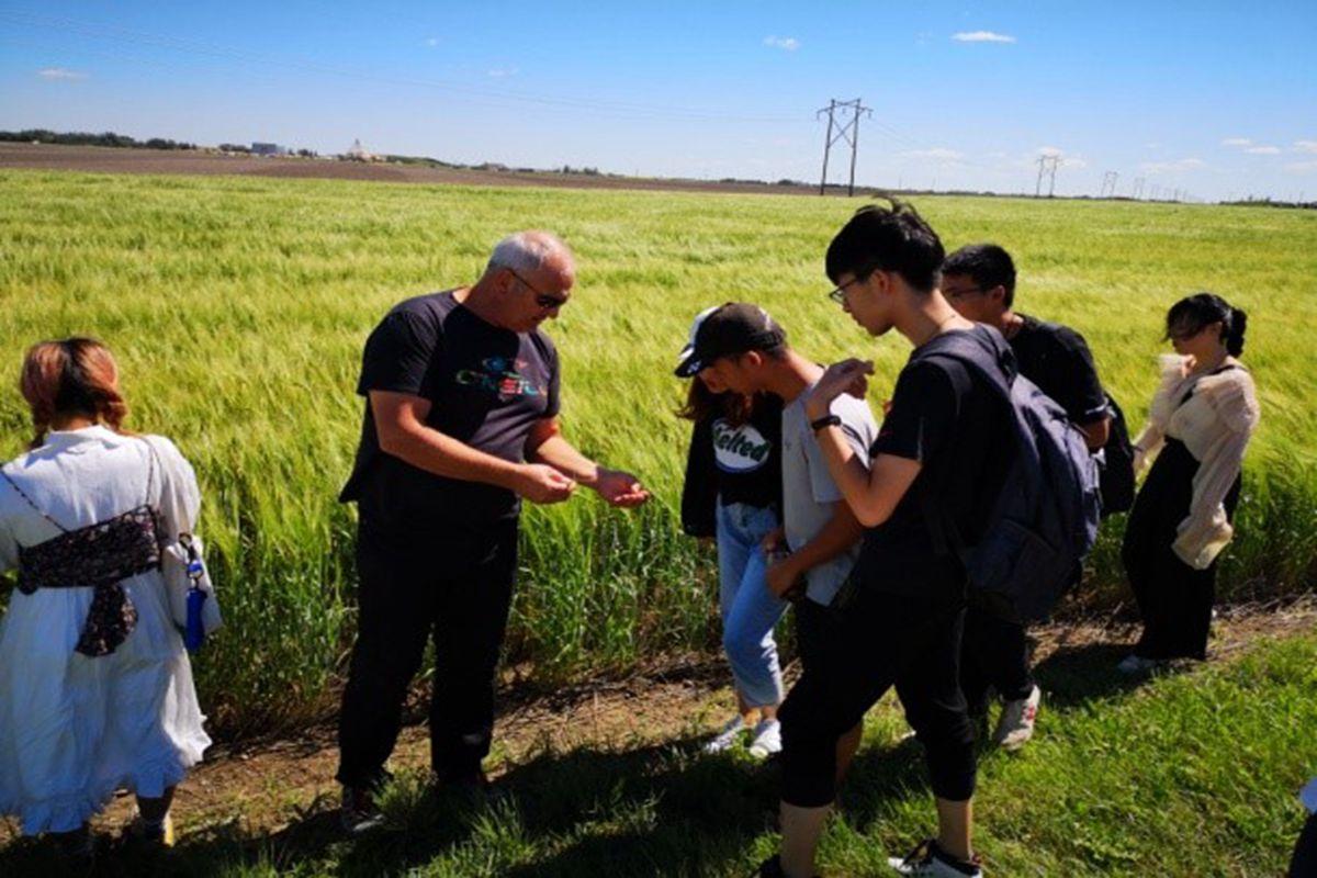植物科学技术学院14名师生赴加拿大萨斯喀彻温大学进行为期3周的交流学习