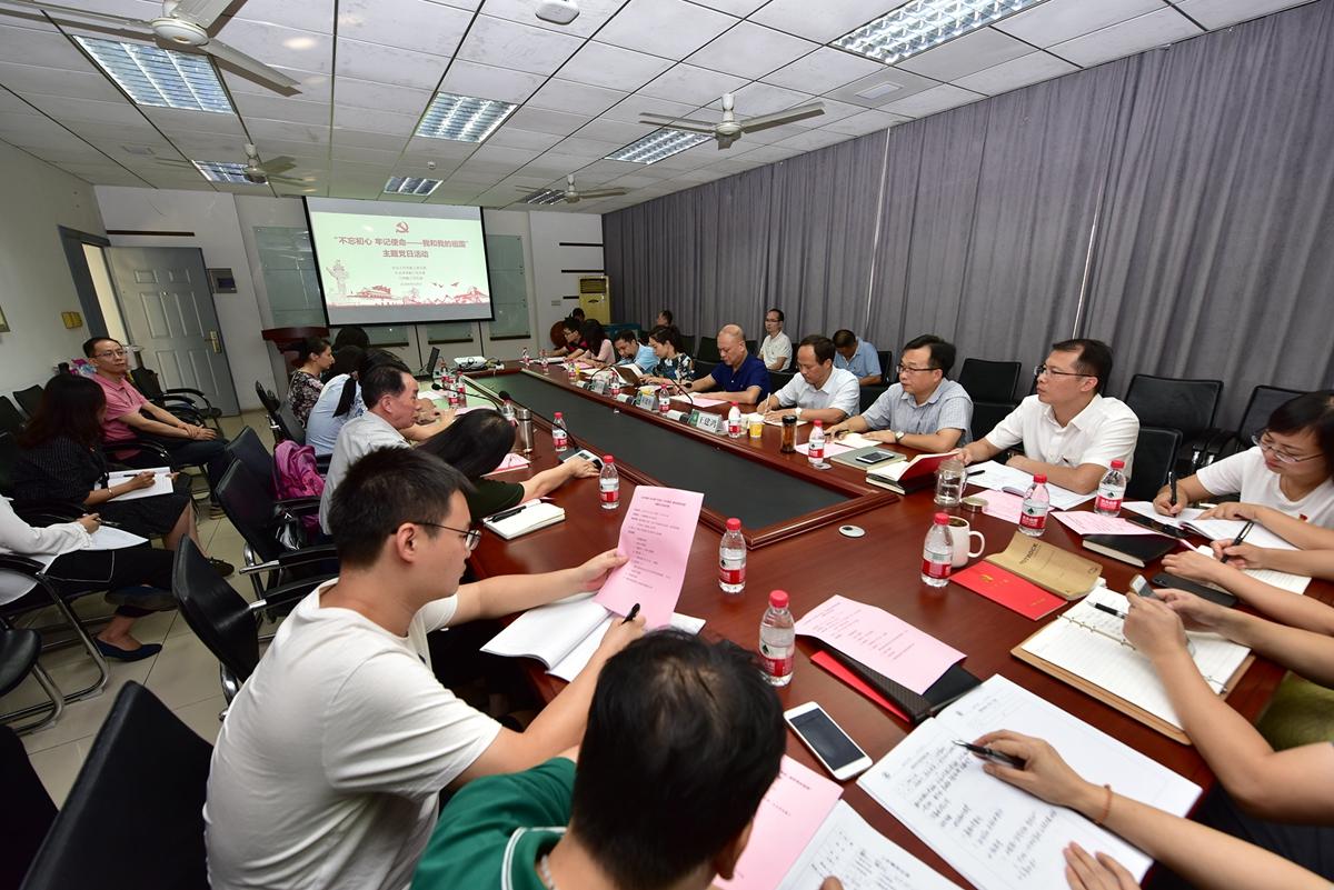 人文楼A301文法学院主题党日活动,王建鸿副校长出席。刘涛摄