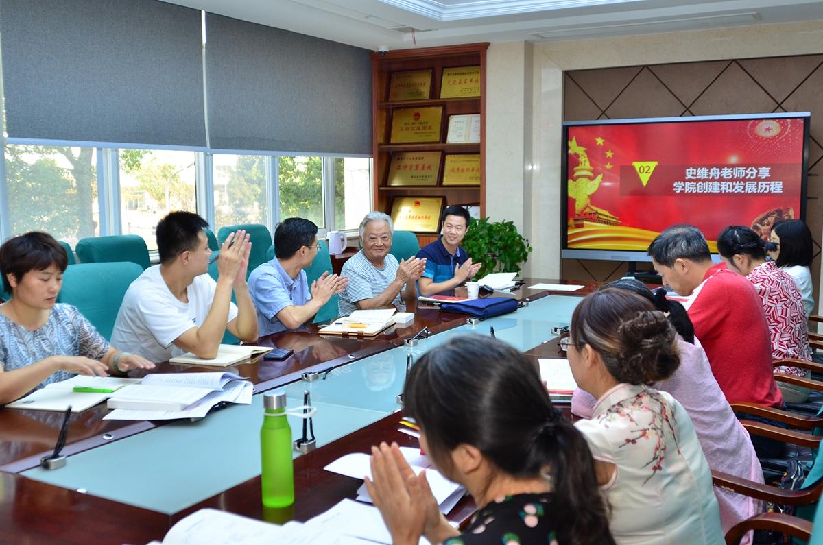 水产学院老教师讲述学院建设与发展历程。匡敏摄