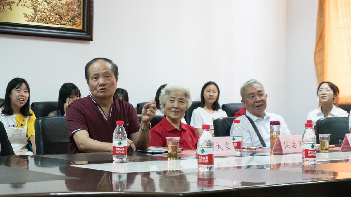 退休老党员代表发言(1)