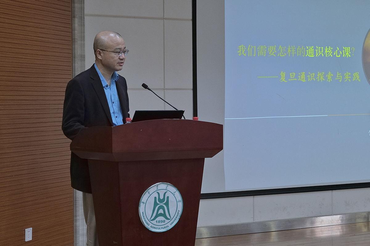 任军锋教授作报告【学通社记者 徐伟康 摄】_看图王