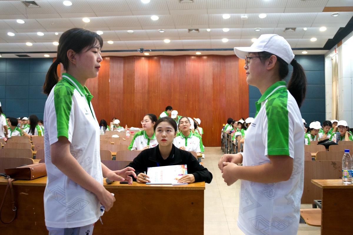 5 军运会志愿者们正在接受考核【学通社记者 雷叶超 摄】_副本