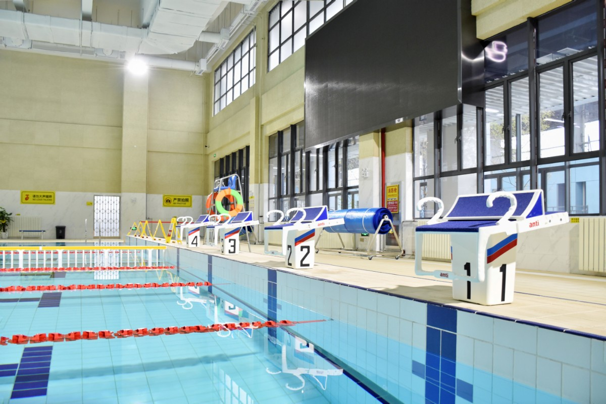 标准恒温游泳池【学通社记者 徐聿卓 摄】