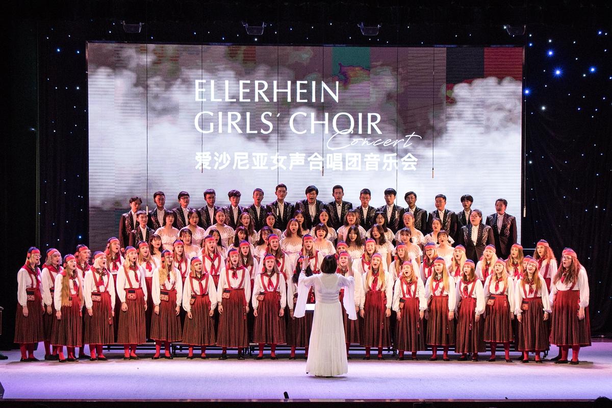 爱沙尼亚合唱团和小宇宙合唱团最后合唱 《茉莉花》 【学通社记者 连雨婷 摄】