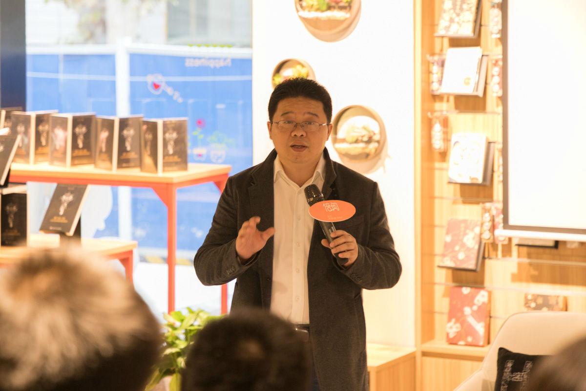 刘欢在读者交流会上发言【学通社记者 张小雨 摄】 (2)
