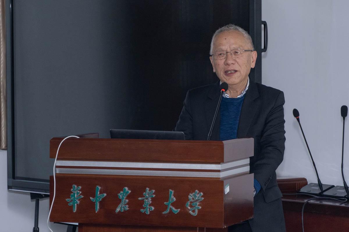 王家槐教授正在做报告(学通社记者 张紫雯 摄)