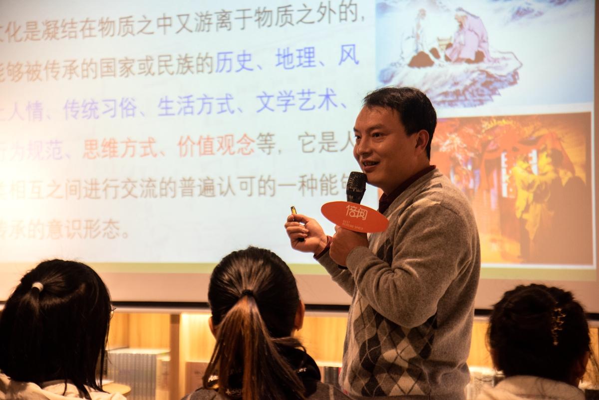 李厚刚老师讲解文化的内涵(2)【学通社记者 褚杨喆乔摄】